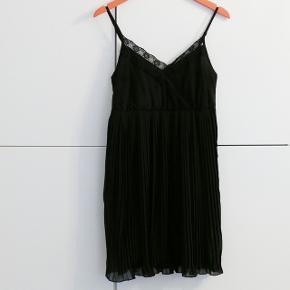 Meget fin kjole brugt et par gange. Prisen er fast.  Kan hentes i Charlottenlund eller København.