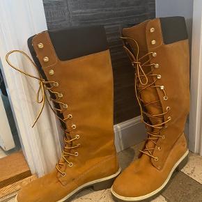 Timberland støvle i str 39 dame. Brugt 3 gange. Nypris: 1.500kr