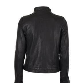 MDK/ munderingskompagniet skind jakke Model Karla lammeskind  Str 36 I meget flot stand  Nypris 1.999,-