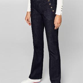 Bootcut jeans i str 28. Brugt et par gange. De giver en flot facon, da de sidder til om lårene. Se også mine andre ann. (sælger kun lækre og nyere ting) og få rabat ved køb af mere.