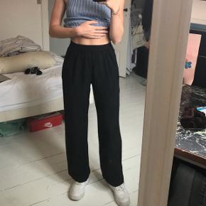 Sælger mine løse bukser, da jeg ikke bruger dem længere. Købt i en vintage butik i London i 2016 😊 Fejler intet.