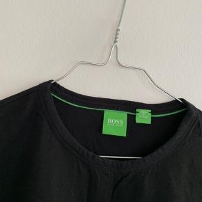 Fed t-shirt, der aldrig er taget i brug. Sælger for min kæreste. Str. M. Køber betaler porto.