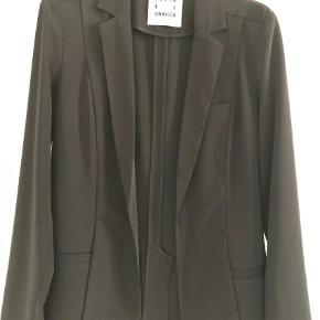 Smuk uforet blazer jakke i tung viscose kvalitet