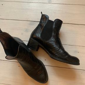 Rigtig lækre støvler (læder) fra Wonders. Fantastiske at gå i.