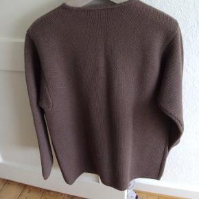 Velholdt ulden cardigan/ jakke (mørk beige/lys brun) Brystvidde ca. 50 cm x 2 Længde ca. 66 cm