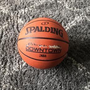 Super lækker basketball. Stort set som ny. Sælges rigtig billigt med en startpris på 75kr