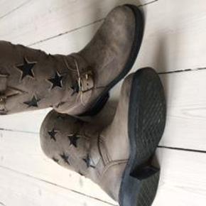 Varetype: støvler Farve: Grå Oprindelig købspris: 1800 kr.  Rigtig fede støvler fra Sancho, str. 38. Brugt få gange