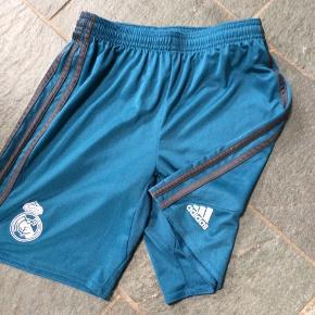 FC Barselona shorts. Aldrig brugt. Str 152