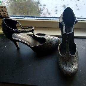 Flotte sko fra Tamaris i str 39