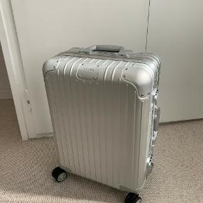 The unmistakable RIMOWA Original is regarded as one of the most iconic luggage designs of all time. Remarkably robust and surprisingly lightweight, this timeless classic is an unparalleled example of craftsmanship and innovation. Made from high-end anodized aluminum, each RIMOWA Original is engineered with longevity in mind.  Cabin size (hand luggage)
