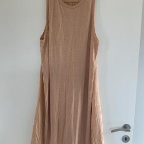 Lækker kjole i delvis silke, stor i str.