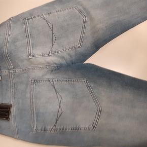 Outfitters slim jeans haves i følgende størrelser: 164, 170, 176 og 188