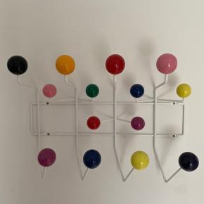 Hang It All Knagerække - Vitra   Charles & Ray Eames  Normalpris:2300,-  Sælges for 900,-