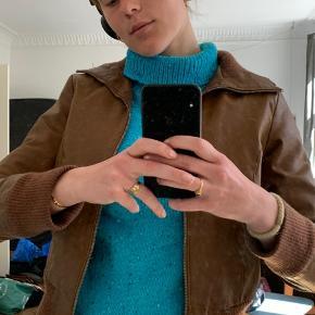 Super fin berliner retro-jakke 💫  🤎Ægte læder 🤎 Str. 38, svarer til en small 🤎 Få brugstegn: små fejl som på fx billede 3