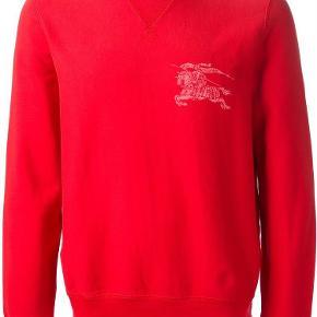 Varetype: Sweater Farve: Rød Oprindelig købspris: 1500 kr. Kvittering haves.  Behagelig sweater fra Burberry i friske farver sælges da den ikke rigtigt står i min stil. Har aldrig vært i brug. Giv et bud