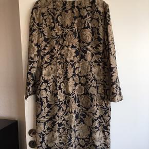 Vintage kjole fra 1980'erne i 100% silke fra Jaeger.