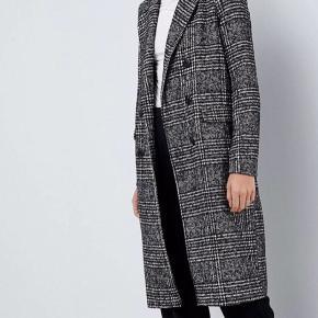 Fin frakke fra Vero Moda i str.S. Standen er god men brugt.