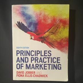 Principles and Practice of Marketing af David Jobber.  Kun få overstregninger i kapitel 1 og 3.  Nypris (studiepris): 474,95  BYD