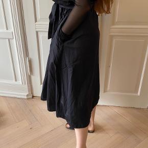 Black Paperbag skirt with front tie belt