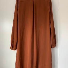 Smuk skjortekjole fra Malene Birger i str. 32. Svarer til en 34-36 ☺️