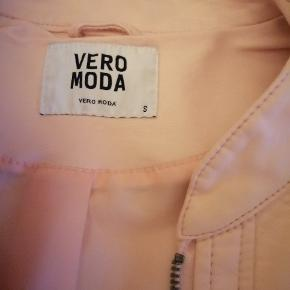 Meget fint jakke i laksefarve  Str S
