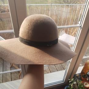 Hut zu verkaufen! Hochwertige Marke aus Helsinki :) am besten zum Abholen, damit er nicht beschädigt wird!