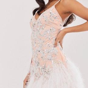 Super sød kjole! Jeg er en xs-s men den passer mig perfekt🥰  *Sender ikke, men køber må gerne hente i København*