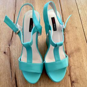 High Heels von supermauroNIE getragen - im März 2016 gekauft Absatzhöhe 15cm inkl. Plateau Gr. 41  Preis ist verhandelbar!