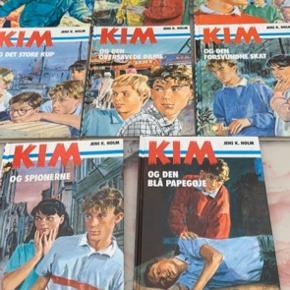 Børnebøger  Kim bøger der er 8 stk og sælges samlet for 200 kr  Se billederne  Fast pris 200 kr for alle bøgerne  Sender + Porto