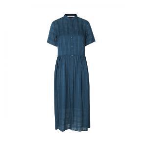 Ulla dress fra Samsøe & Samsøe uden brugsspor. Inkl. underkjole. Den er desværre lidt for stor til mig. Bud er velkomne.