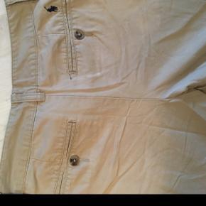 Jeg sælger min Ralph flauren bukser da de er blevet for små, det er en str 14 år, den er brugt okay mange gange men der er ikke noget galt med dem