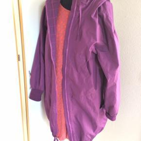 Skøn overgangsjakke fra Gudrun str M. bm 56 x 2 og læ 91 .