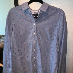 Relaxed fit skjorte fra Tommy Hilfiger. Ikke brugt, kun prøvet på. Nypris 500kr