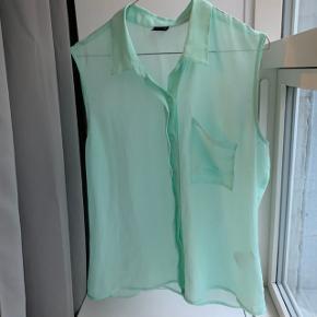 Gina tricot skjortetop str. 40.  Aldrig brugt.
