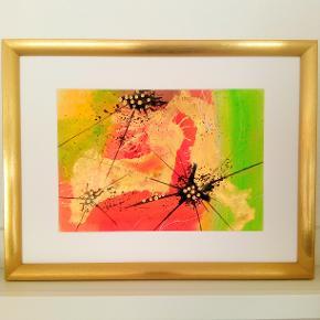 Original abstrakt maleri, malet på kraftigt A4 akvarel papir, med et strejf af guld, i guld ramme (43x33cm). Kan vendes både lodret og vandret.