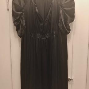 Kjole i 100% silke. Brugt få gange #30dayssellout