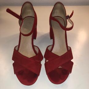 """Vagabond """"stiletter""""? i str. 39.  Skoene er kun brugt 2 gange, men ser lidt slidte ud. De bliver rengjort så godt som muligt når/hvis de bliver solgt.  Kom gerne med et bud."""