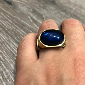Unisex Disney Couture ring with dark navy blue faux stone, size 54-55. Inspired by Pirates of Caribbean and copy of Jack Sparrow's ring 🏴‍☠️  *Can meet in Copenhagen upon agreement *