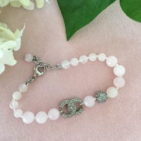 💙🌸CHANEL🌸 💙  BRACELET   Reduced 📍📍📍📍📍from 2790 kr   beautiful original rose coloured Chanel glass pearl bracelet with dark silver CC charm and 1 crystal pearl in between the rose pearls.  Lobster clasp and able to adjust in size by the extra chain.  New , never used, comes in original box. 💫 💕💗🌸 shipping 37 kr.