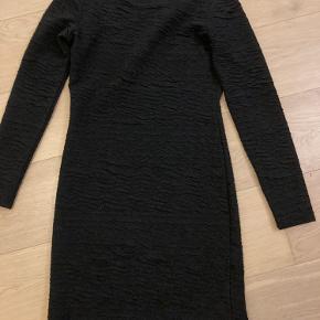 Fin og velholdt Soaked in Luxery kjole til hverdag eller fest