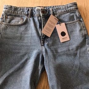 Shorts str 32 Livvidde ca 90 cm, udvendig benlængde 48 cm
