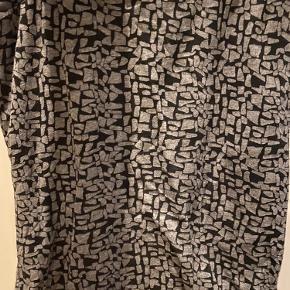 Nederdel fra MbM. Lidt vaskefnuller. Se billede.