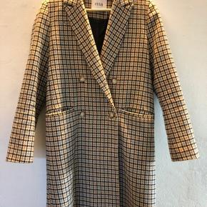 Lækker Envii Eneleanor check frakke. Brugt ganske få gange. Standen er som ny.