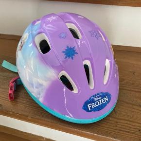 Fin cykelhjelm med Frost sælges. Bytter ikke
