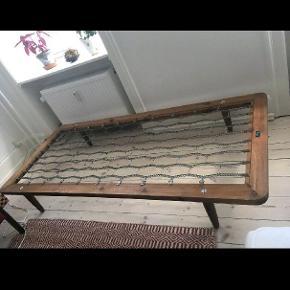 Flot antik daybed har den perfekte patina, alle fjedre intakte lameller kan medfølge gratis 🌸måler 190x85x27
