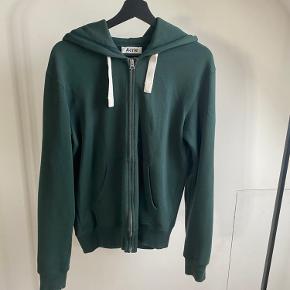 Super lækker zip hoodie fra acne studios, med et lækkert fit. Fitter 177+- Brugt en håndfuld gange, men fejler intet! BYD!