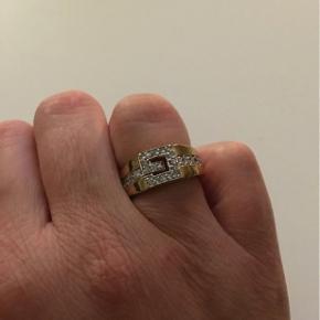 Super fed ring i str 54 sælges. Ved ikke om det er ægte sølv har kun haft den på et par gange. Købt på en rejse.