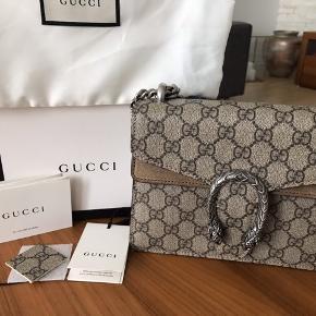 Gucci Dionysus GG supreme mini bag i beige. Den er brugt 3 gange og derfor er standen helt ny.  Købt i Guccis egen hjemmeside.  ALT MEdfølger(kasse,dustbag og kvittering)  Nypris  var ca 9400kr
