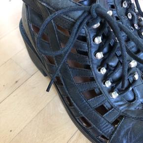 Tambor chunky sandel boots str 40 Farve: Black washed. Ny pris: 1300kr