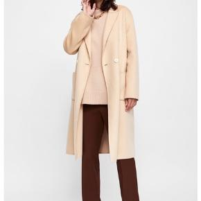 Zara maskuline double breasted coat.   Fri fragt gives idag d. 23!🌸